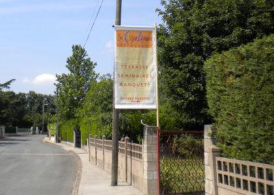 Mâts et drapeaux - Publicité Décor - Pose d'enseignes, signalétique, totems, adhésifs sur véhicules