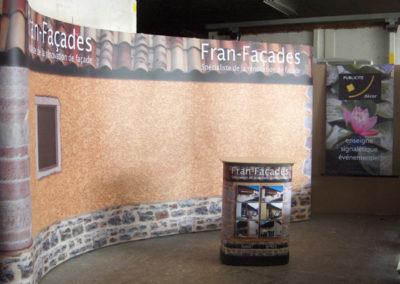 Stands - Publicité Décor - Pose d'enseignes, signalétique, totems, adhésifs sur véhicules